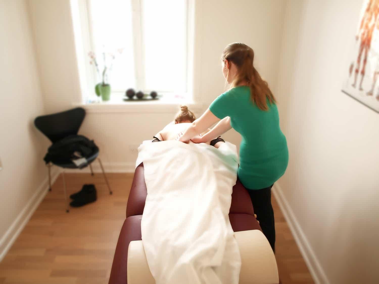 massagen og fysioterapi udføres korrekt for at hjælpe mod smerter og opnå mere velvære